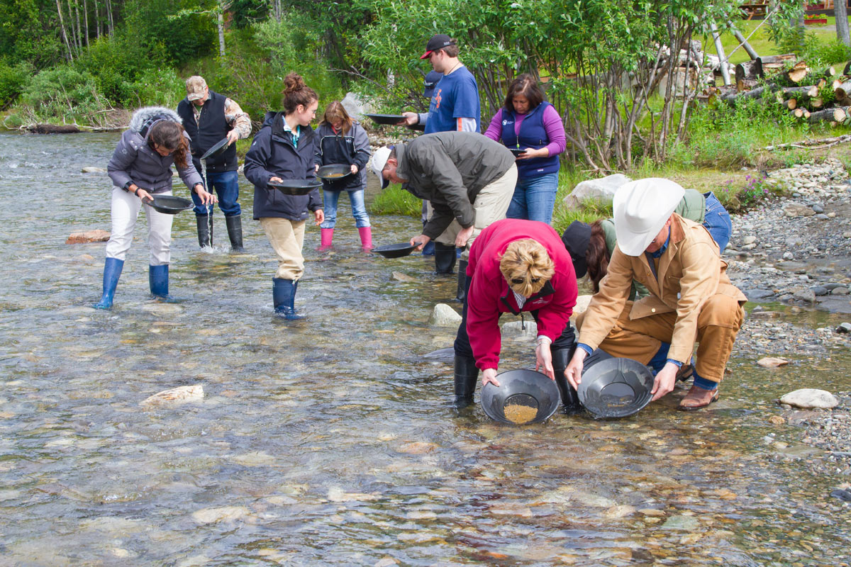 gold-panning-moose-creek-kantishna
