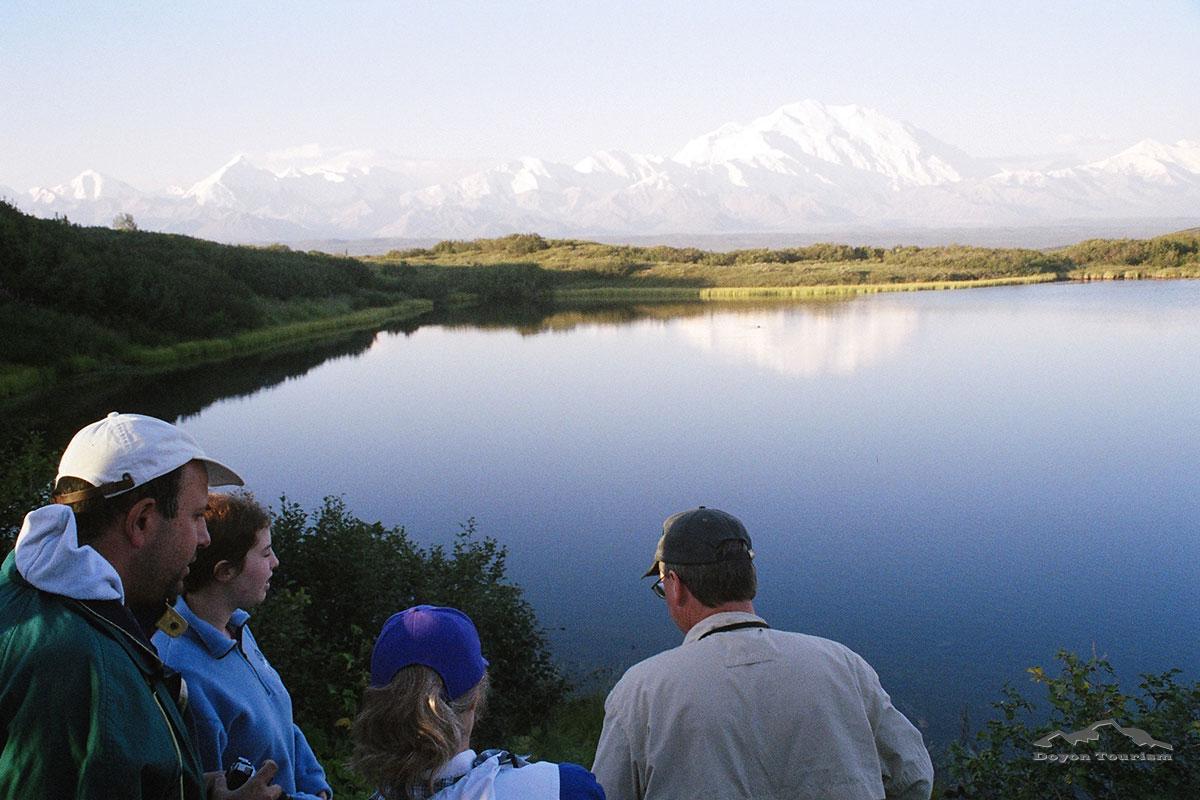 hike-along-the-lake